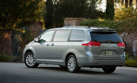 Toyota Xle Awd Car And Driver
