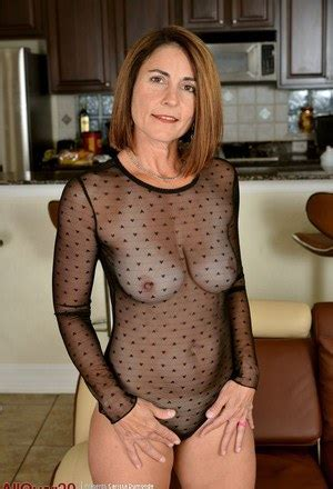 Hot Mature Girls And Naked Women Photos At Sexy Girls Pics