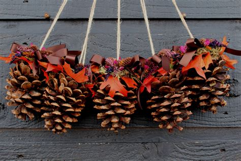 pinecone decorations 25 intresting pinecone decoration ideas for the festive