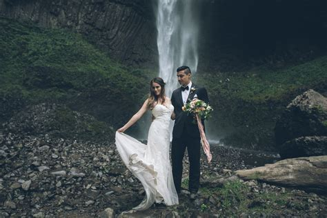 Latourell Waterfall   Oregon Elopement Photographers
