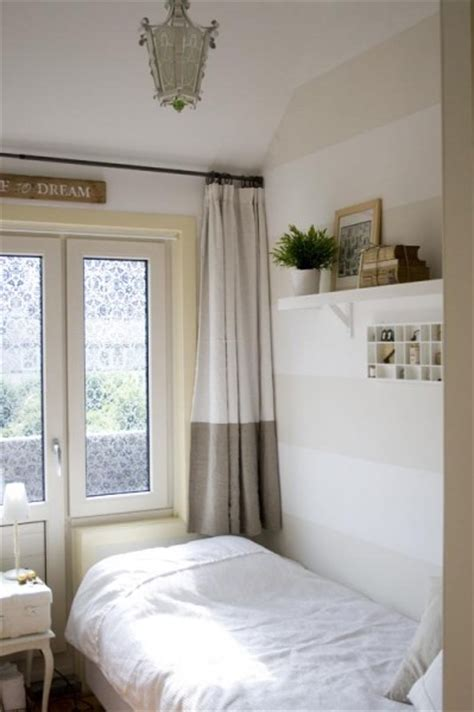 tiny rooms ideas how to decorate a small guest room
