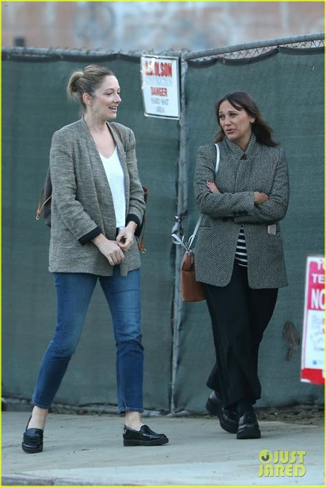 judy greer mom new mom rashida jones hangs out with friend judy greer