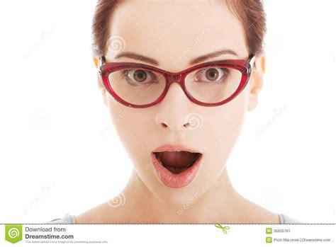 fotos para perfil de jovenes mujer sorprendida j 243 venes en lentes imagen de archivo