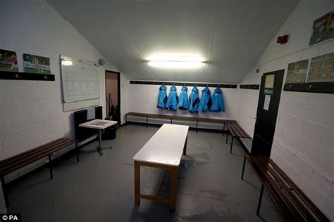 sutton lincoln sutton and lincoln allow cameras in fa cup dressing rooms