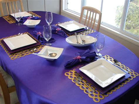 the color purple setting kitchenqueers kq purple and white place setting