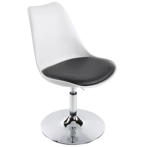 chaise pivotant chaise design blanche et pivotante milou