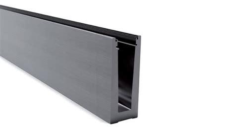 parapetti mobili profilo pavimento per parapetto vetro continuo glass u 2kn