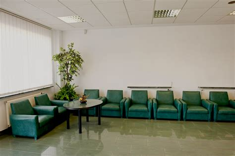 5 ways to improve the hospital waiting room experience