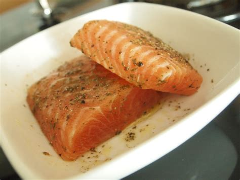 oven baked salmon fillets with mozzarella cheese