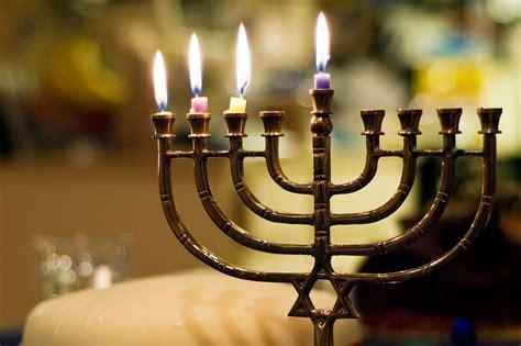 when to light menorah students light the menorah to celebrate hanukkah the