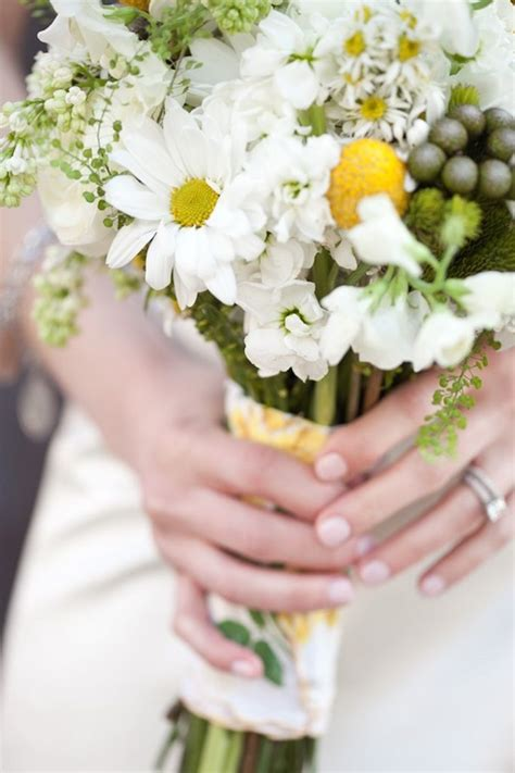 Wildflower Arrangements by Diy Daisy Wedding Arrangements Doing The Daisy Thing