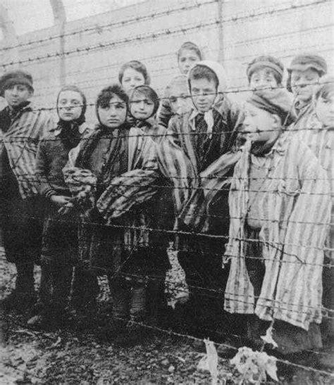 Holocaust And World War 2 Essay by Holocaust And World War 2 Essay Ww2
