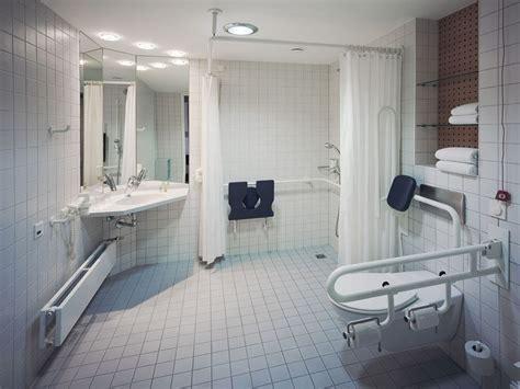 behindertengerechte badezimmer designs die 25 besten ideen zu behindertengerechtes bad auf