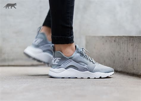 Sepatu Fila Gold nike wmns air huarache run ultra stealth white