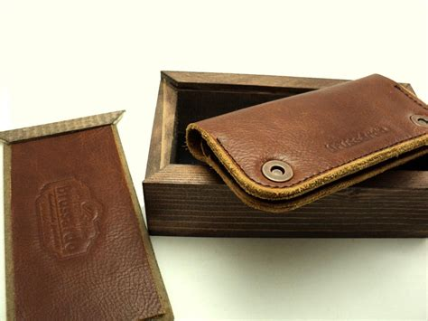 Handmade Leather Iphone Wallet - handmade leather iphone 4s gadgetsin