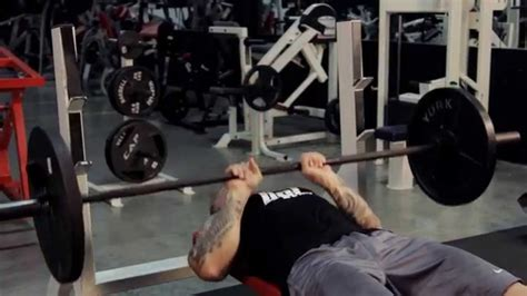 the right way to bench press close grip bench press the proper lift bpi sports