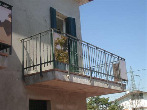 parapetti terrazze parapetti per terrazze e terrazzini in ferro battuto ed