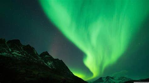 green wallpaper in 4k green aurora borealis 4k wallpapers