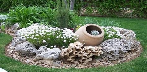 abbellire giardino decorare il giardino coi sassi tante soluzioni meteofan