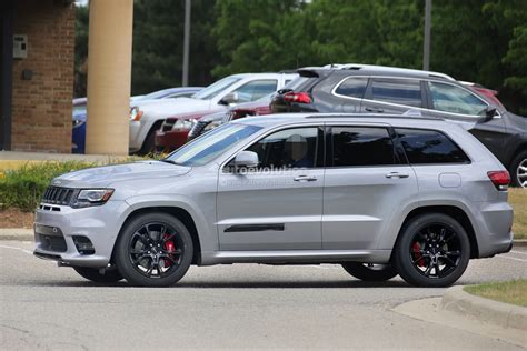 jeep grand cherokee 2018 2018 jeep grand cherokee trackhawk spied looks ready to