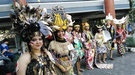 Foto Baju Adat Dayak recycle fashion 8 baju adat indonesia di istts enciety news