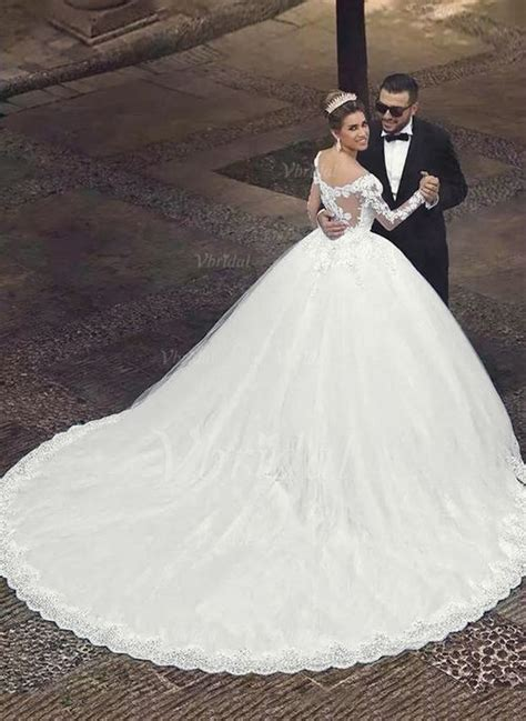 Brautkleid Mit Schleppe by Brautkleid Mit Langer Schleppe Und Schleier Dein Neuer