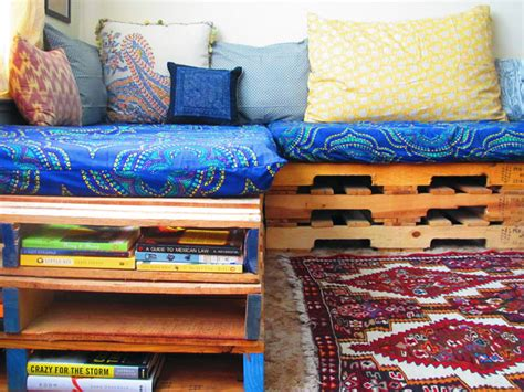 upcycling sofa how to upcycle a pallet into a couch brit co