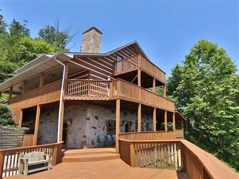 vrbo pigeon forge 4 bedroom smoky view top shelf a six bedroom cabin vrbo