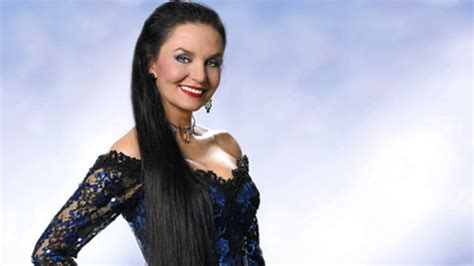 crystal gayle now crystal gayle talks fame and family sports and