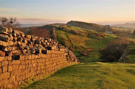 Batu Gambar Rhoma 7 tembok bersejarah di dunia kali aja ada tembok rumah lu