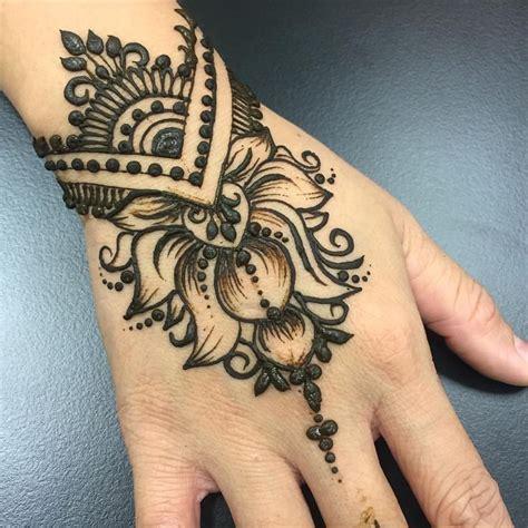 very simple tattoo designs best 25 lotus henna ideas on lotus flower