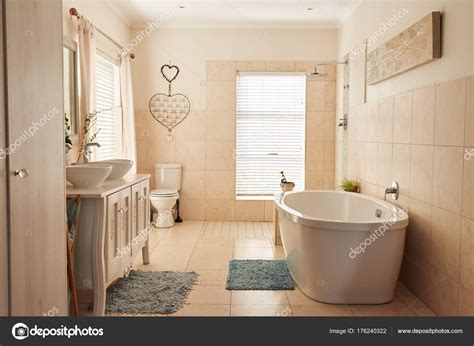 bagni stile country bagno in stile country foto stock 169 mavoimages 176240322