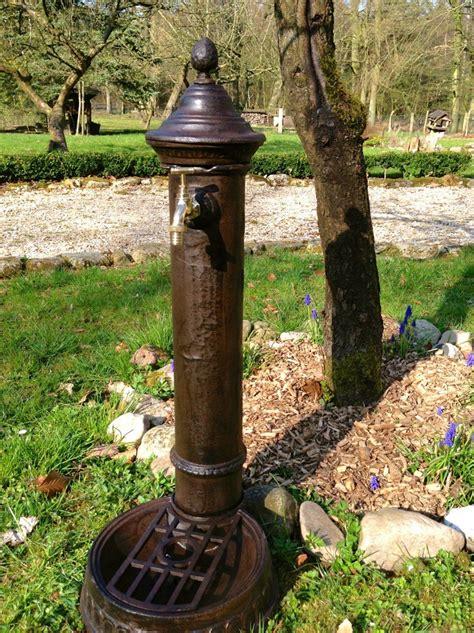 hübsche gärten standbrunnen als h 252 bsche wasser zapfstelle stehbrunnen