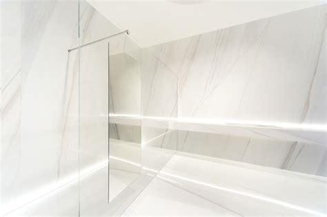 pavimenti marmo bianco grandi lastre in gres porcellanato effetto marmo bianco