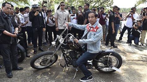 Sepatu Vans Metallica Jokowi moeldoko bantah kupon sembako jokowi untuk kanye