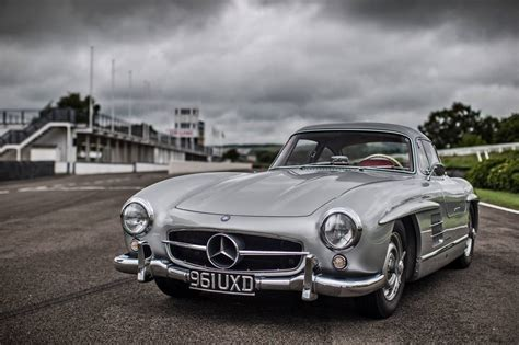 the mercedes 300 sl made gullwing doors cool
