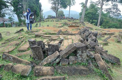 Situs Gunung Padang Misteri Dan Arkeologi buku misteri gunung padang diluncurkan mysharing