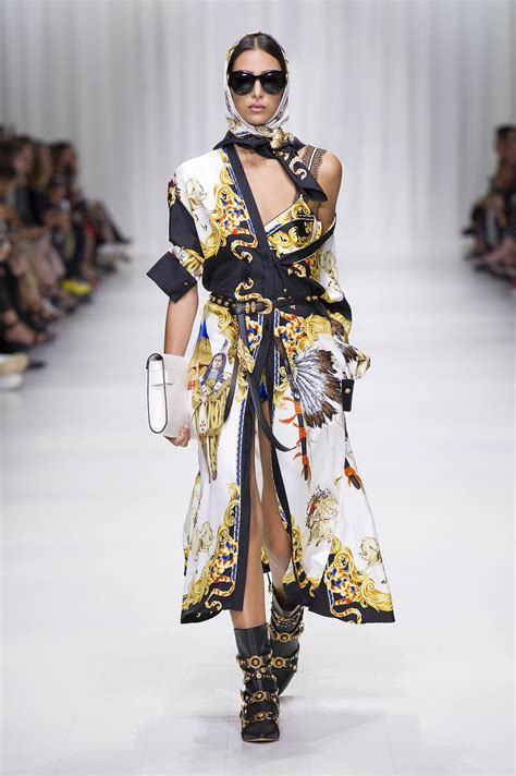versace spring summer 2018 women s collection the skinny