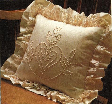 con un cuscino stoffe per cuscini forme e imbottiture cucitomania
