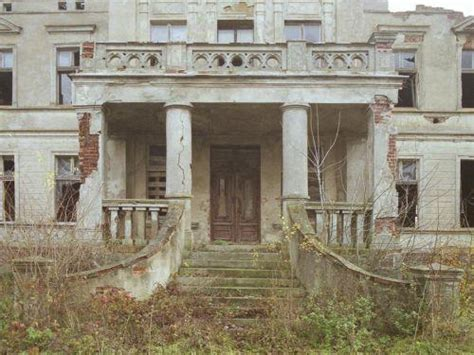 2 abandoned mansions of ireland ii more portraits of forgotten stately homes books exploring mysterious abandoned mansions ghosts