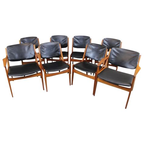 Arne Vodder Tilt Back Dining Chairs Six Armless And Two Dining Room Captain Chairs