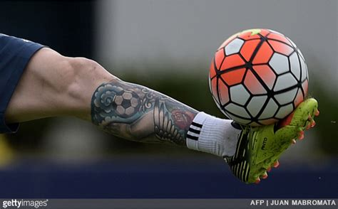 messi tattoo sword shit football ink lionel messi covers up entire leg