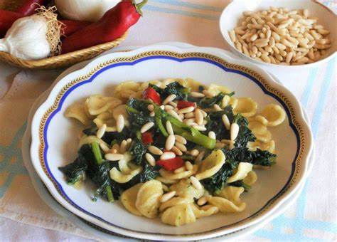 cucinare orecchiette orecchiette vegetariane con cavolo nero e pinoli cucinare it