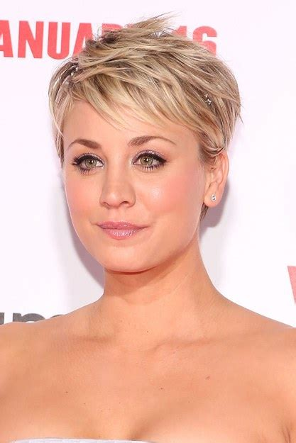 big bang blonde short hair cut pictures how kaley cuoco bypassed the awkward stages in growing out