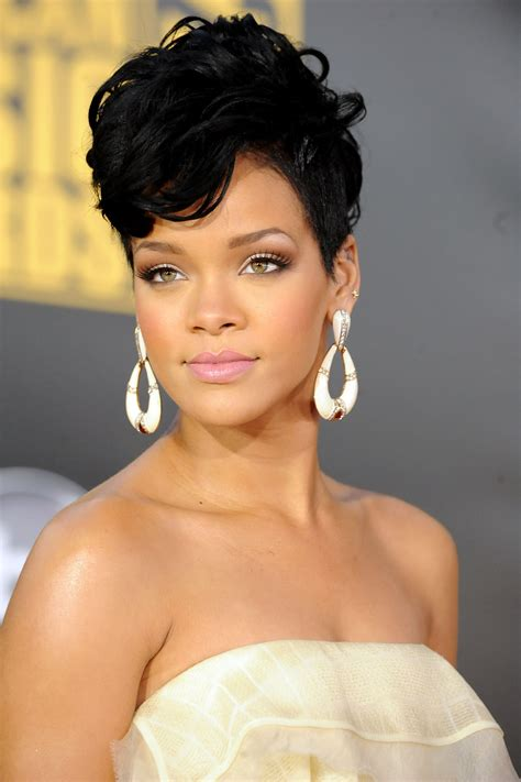 hair style galleries short wigs for black women rihanna 2008 american music awards arrivals photo 14