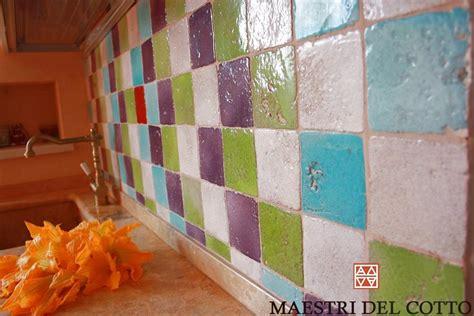 piastrelle cucina colorate piastrelle in cotto rivestimento cucina dai rivestimenti