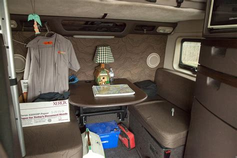 do 18 wheelers have bathrooms photos from inside the cabs of long distance truckers
