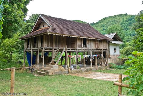 stilts house file mai chau stilt house jpg wikimedia commons