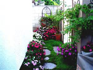Gardens In Small Spaces Ideas Plants For Landscaping Around House Exterior Design Fresh Of The Lawn Designs That Has