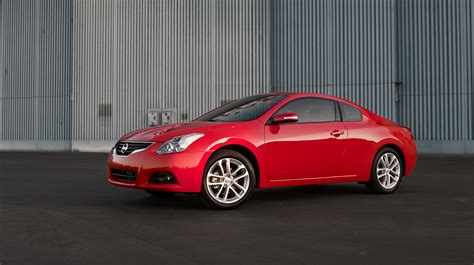 nissan altima coupe 2010 2010 nissan altima gets new look and features